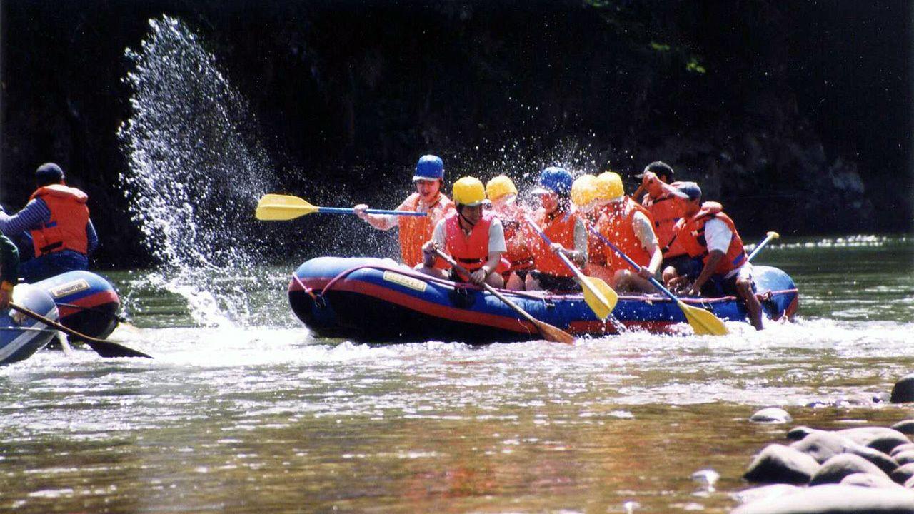 rafters splashing water with paddles in Kota Kinabalu
