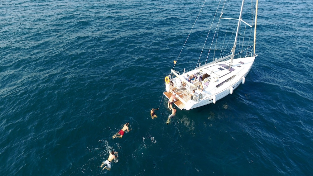 Ver elemento 2 de 5. group playing in the water near anchored sailboat