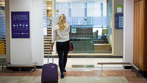 woman entering the Aspire airport lounge