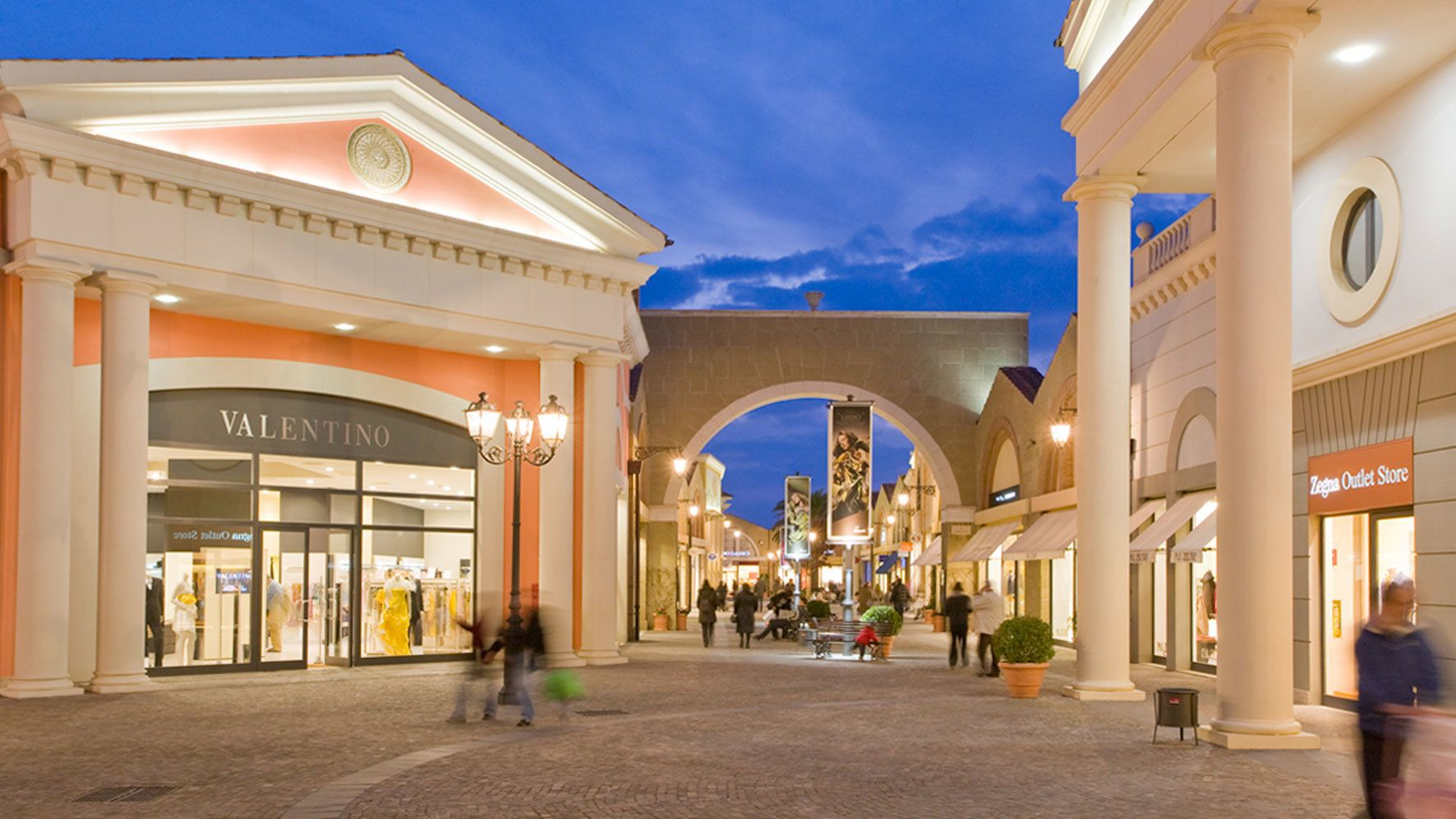 Night view of Shopping at Valmontone Outlet in Rome