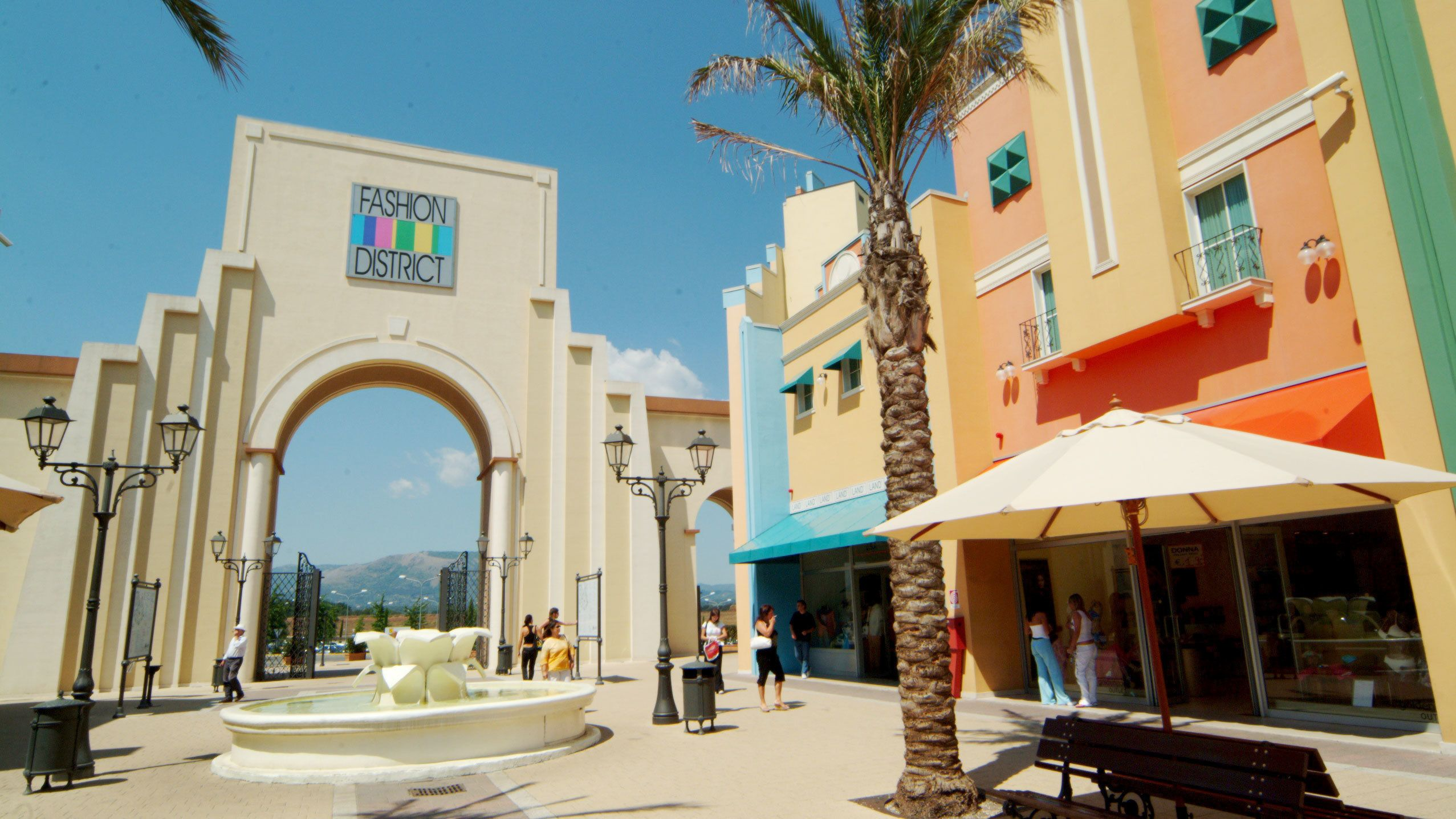 Rome's Shopping at Valmontone Outlet