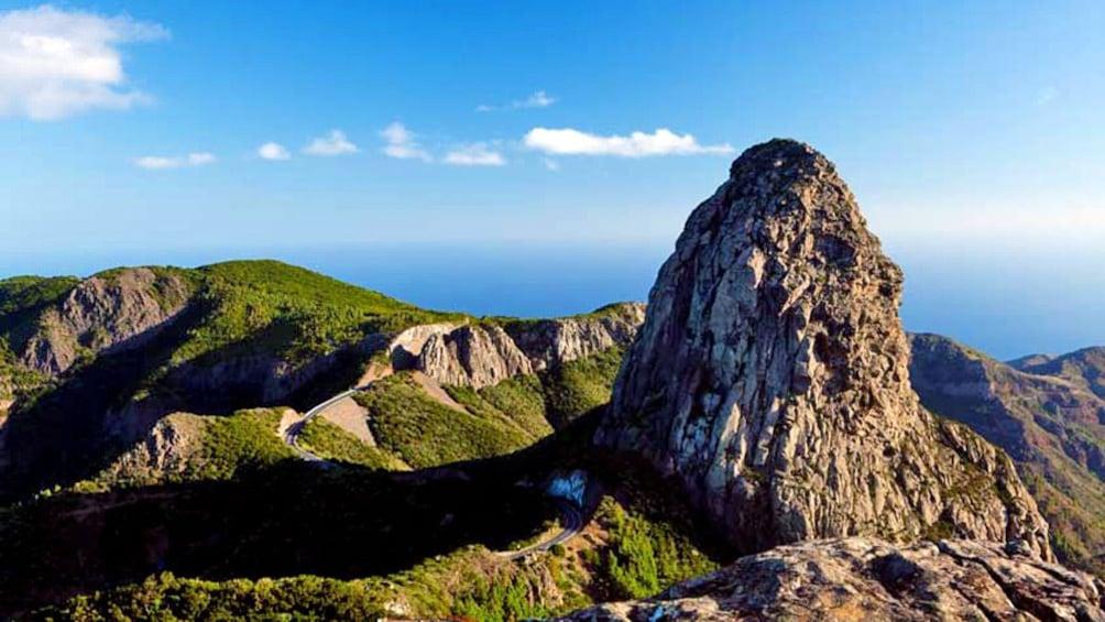 Foto 3 van 4. Rock formation on top of the mountains in La Gomera