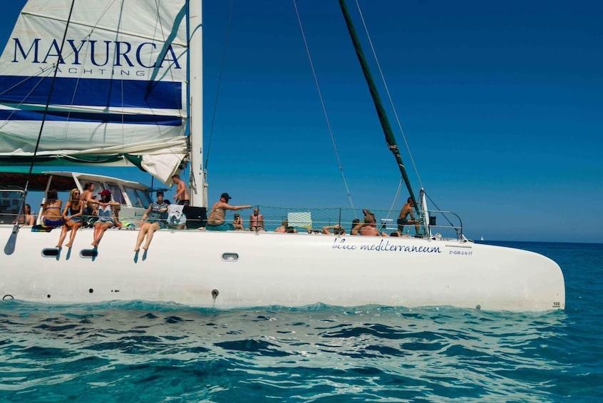 Foto 1 von 6 laden Leisurely Half-Day Catamaran Cruise from Cala Ratjada