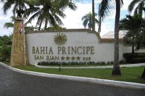 Santo Domingo (SDQ) to RIO SAN JUAN ALL HOTELS ROUND TRIP