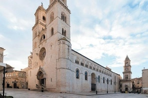 Tourist Tour of Altamura with tasting of local food and wine products