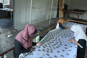 5D4N Stay in traditional house, learn to do BATIK print & explore Kota Bhar...