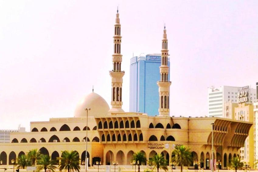 Apri foto 2 di 9. Sharjah City Tour from Dubai  with Gray Line