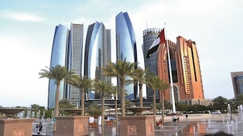 Abu Dhabi full day tour with lunch from Dubai - Gray Line