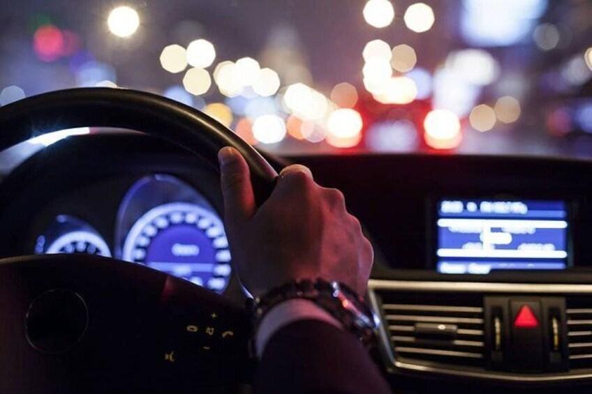 Show item 3 of 6. Chauffeur en route
