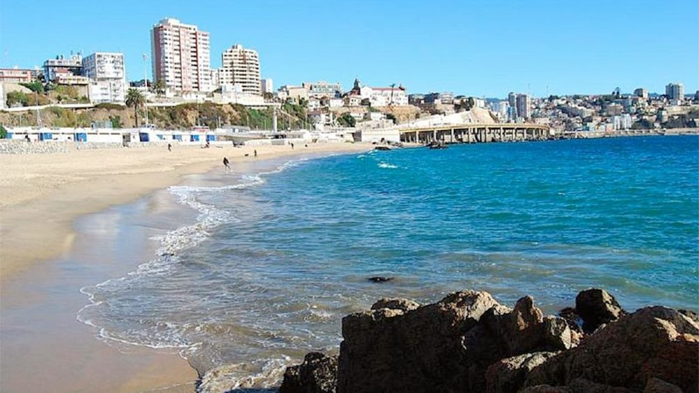 Carregar foto 6 de 6. Beach view with tall buildings in the distance.