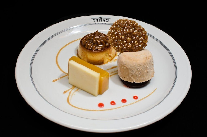 Foto 5 von 10 laden Tango Porteño Show with Optional Dinner