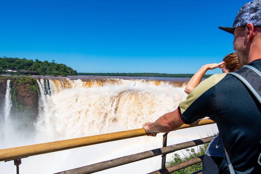 Cargar foto 3 de 9. Iguazu Falls Boat Tour & Jungle Truck Ride