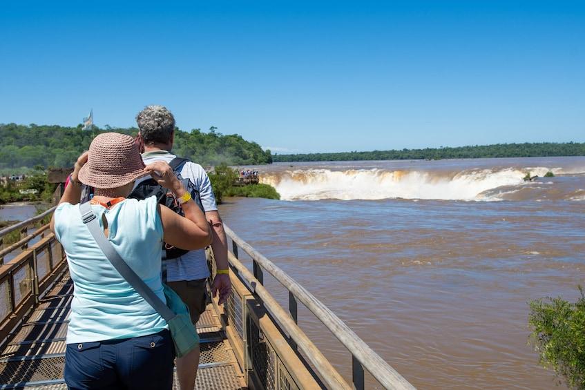 Cargar foto 2 de 9. Iguazu Falls Boat Tour & Jungle Truck Ride