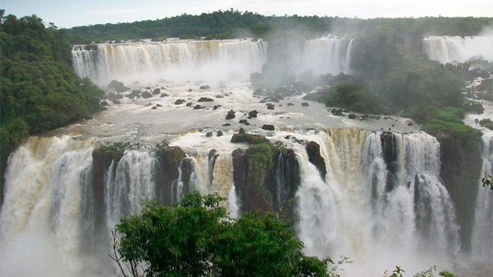 Cargar foto 5 de 8. Stunning look of Iguazu Falls
