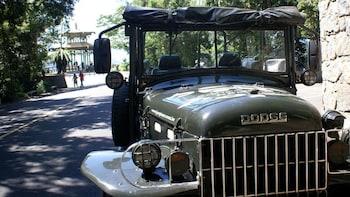 Aventura en jeep por la selva tropical del Parque Nacional Tijuca con camin...