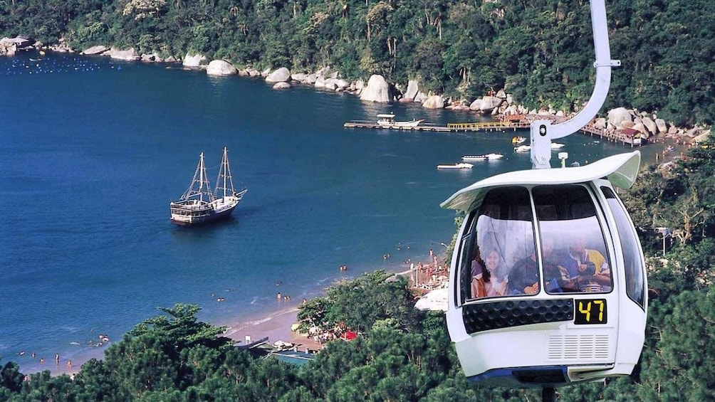 Carregar foto 2 de 9. Experience fantastic views of Florianopolis from the cable car high above