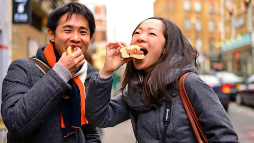 Couple enjoying sandwiches on London's artsy East End