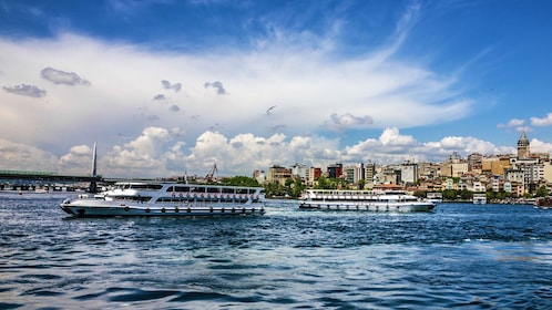 cruise boats in istanbul