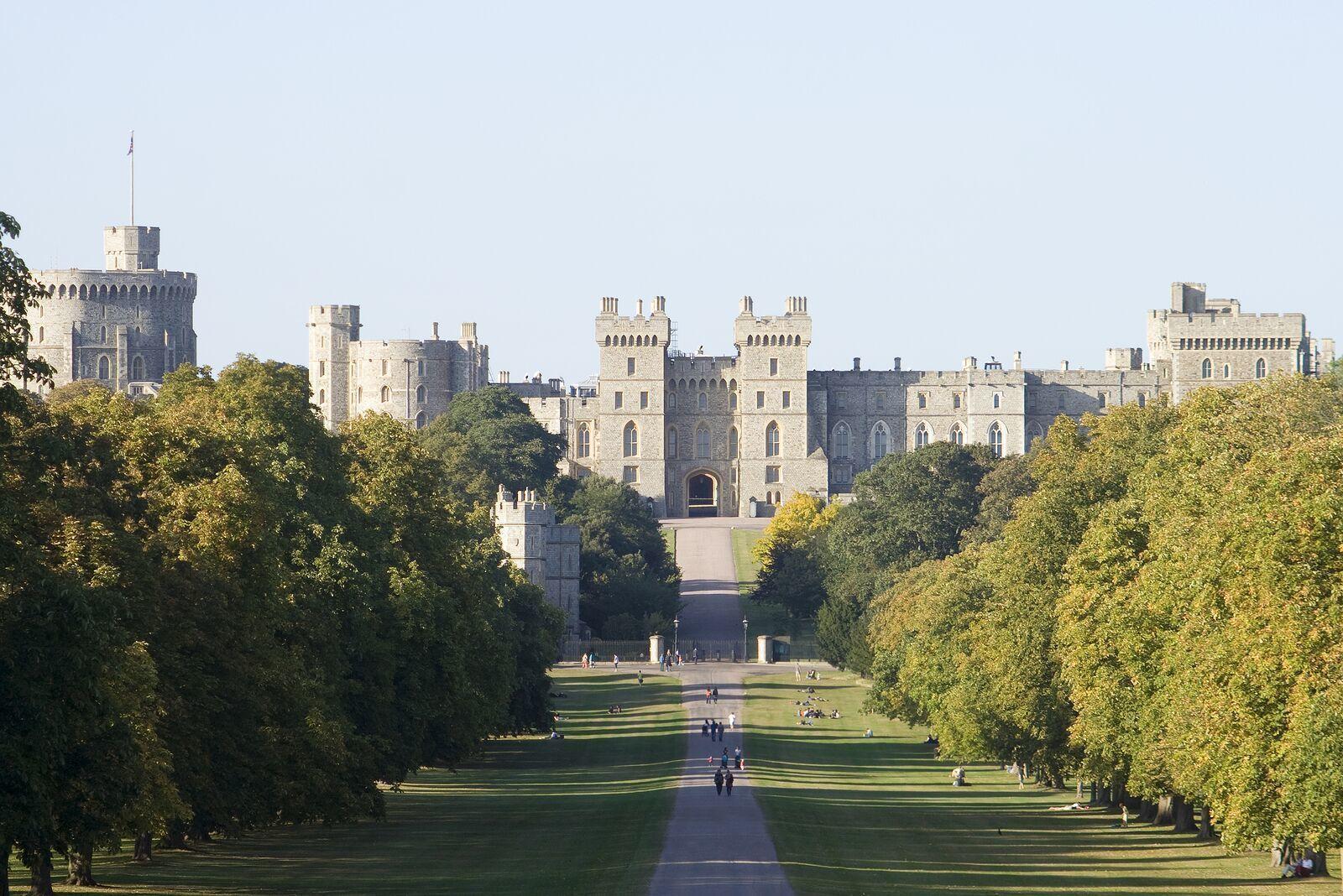 bigstock-Dusk-at-Windsor-Castle-5858120_preview.jpeg