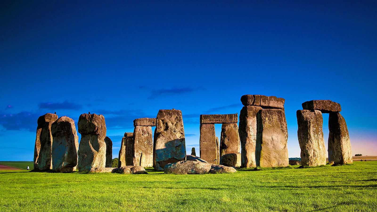 a bright day out at the Stonehenge in London