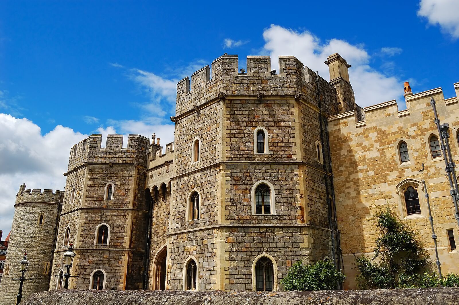 bigstock-Gates-of-Windsor-Castle-in-Eng-26562059_preview.jpeg