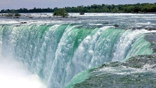 Niagra Falls close up