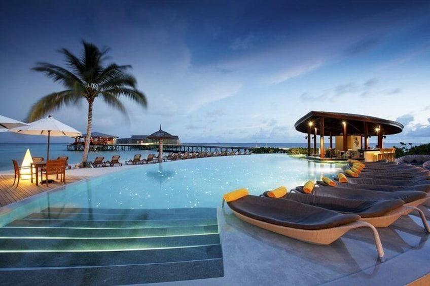 Maafushi: Centara Ras Fushi resort day trip