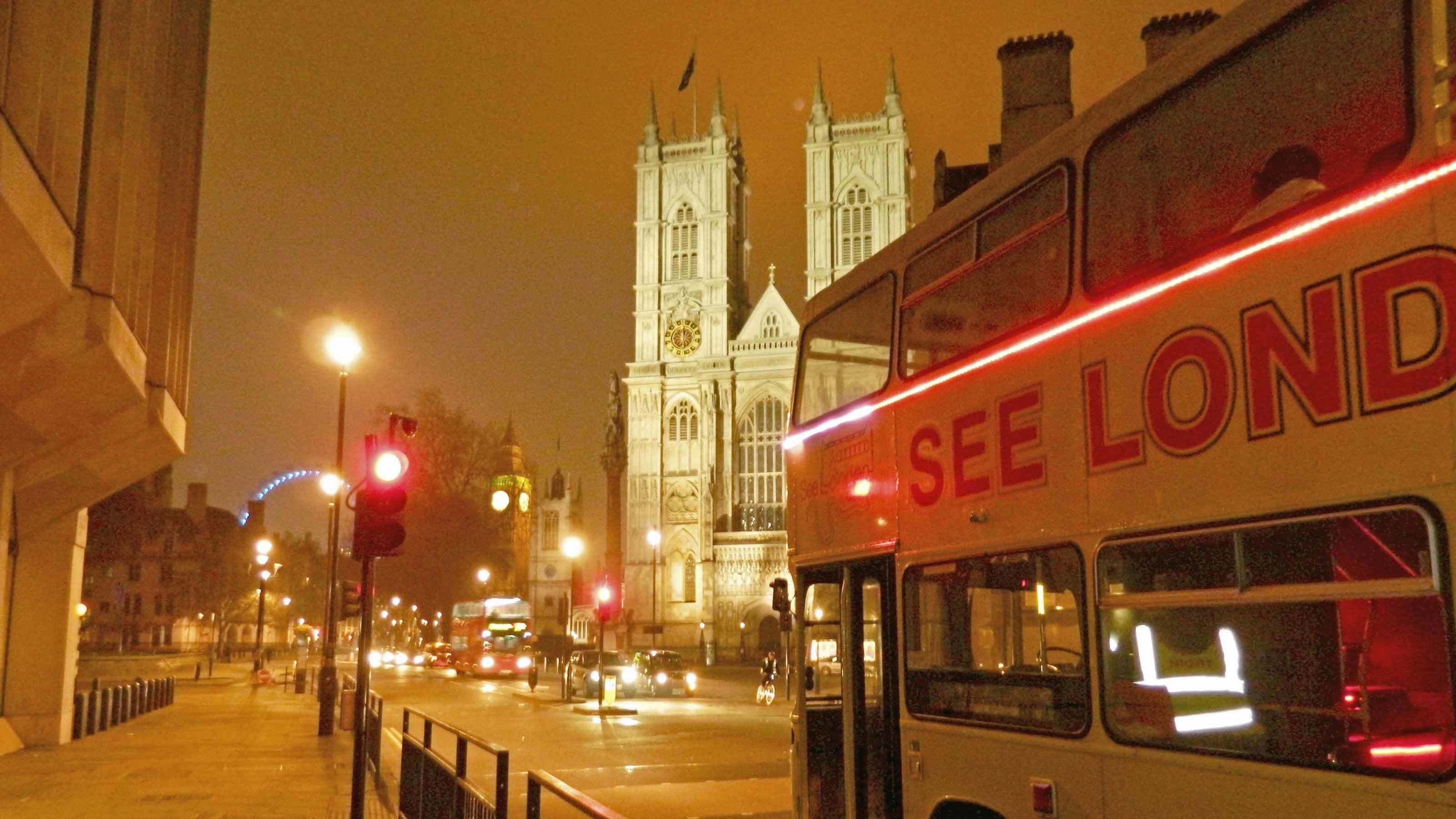 Tour bus at red light in London