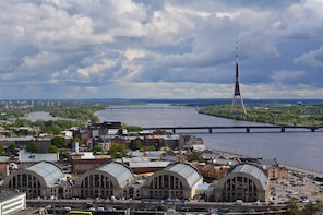 Riga Old Town and Central Market Small Group Tour