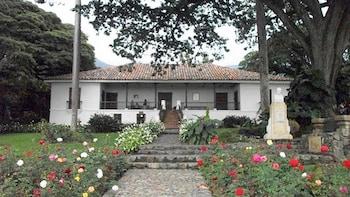 Private Hacienda El Paraiso & Buga Tour