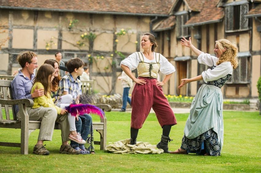 Foto 3 von 10 laden Shakespeare's Stratford, Warwick Castle, Cotswolds & Oxford