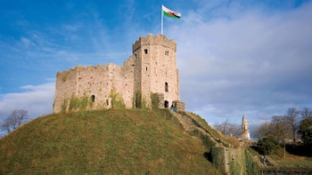 Day Trip to Cardiff via Train with Hop-On Hop-Off Bus Tour