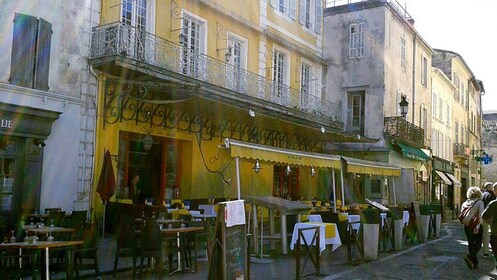 outdoor restaurant and cafe dining areas on the streets of Provence