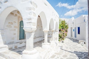 Private tour: The best of Paros 8 hours