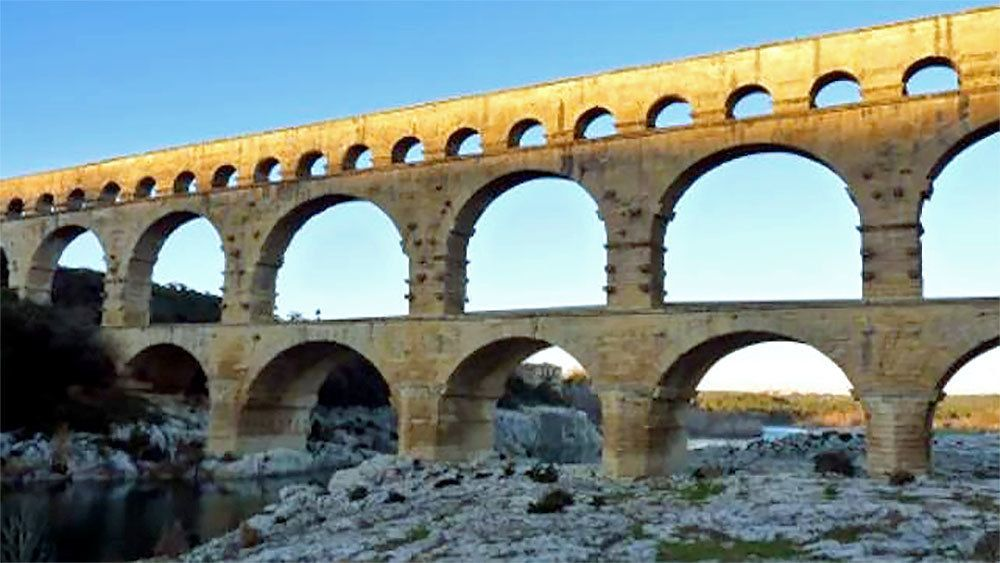 visit the ancient aqueducts in Provence