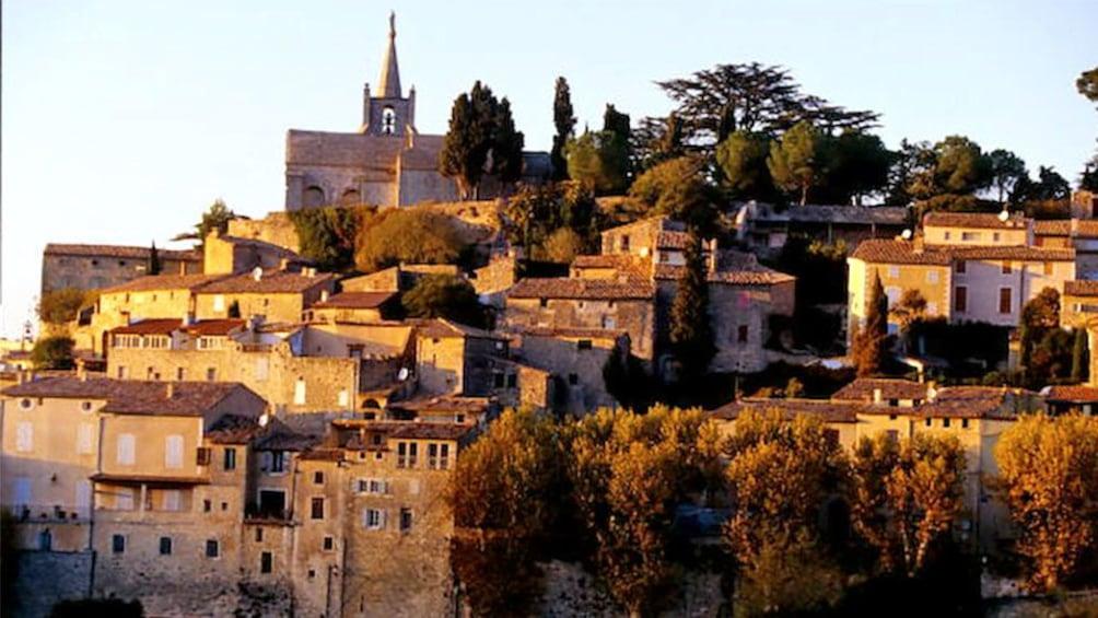 Charger l'élément 3 sur 5. staggering buildings built into a hill in Provence