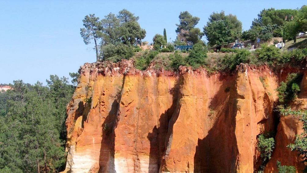Charger l'élément 3 sur 6. red rocky cliffs in Provence