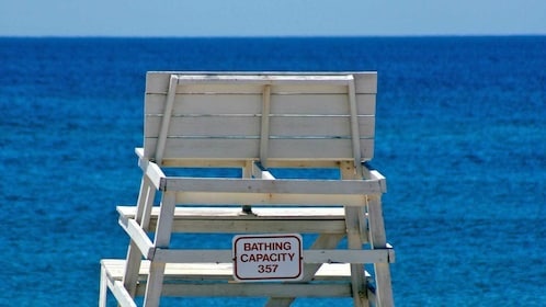 life guard bench at the beach