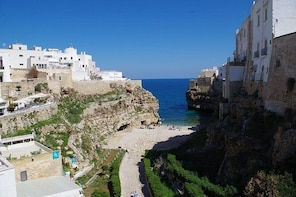 """Guided tour """"Love stories of Polignano a Mare"""""""