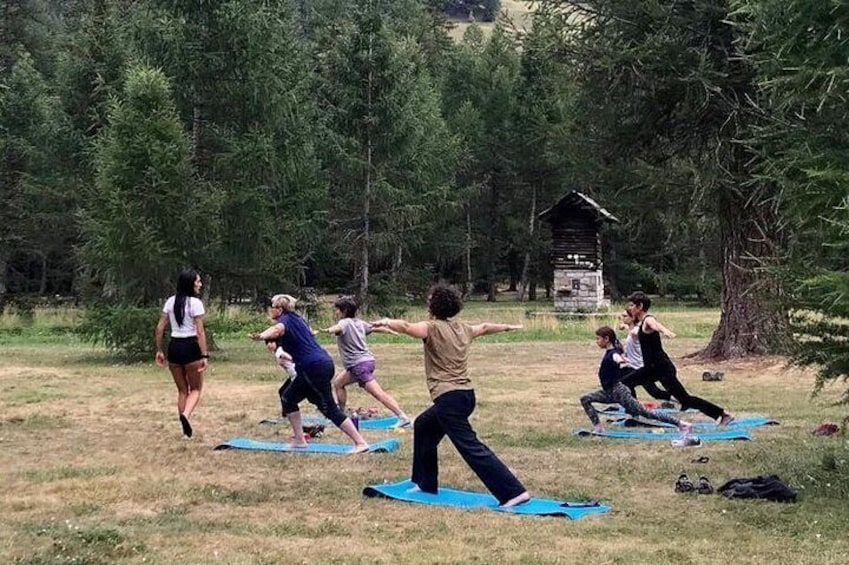 outdoor yoga classes for all ages and levels for an hour together immersed in the beautiful nature of the Aosta Valley