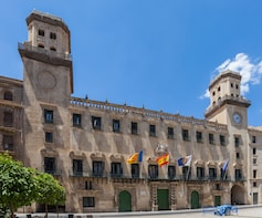 Private 4-hour Walking Tour of Alicante with official guide