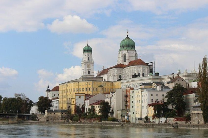 Show item 2 of 4. The best of Passau walking tour