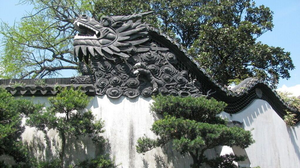 Dragon wall in Shanghai