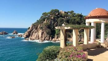 Indlæs billede 3 af 5. Costa Brava on a sunny day