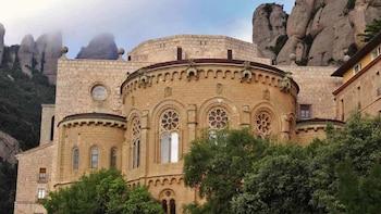 Visita de medio día en grupos pequeños a Montserrat y la Sagrada Familia.