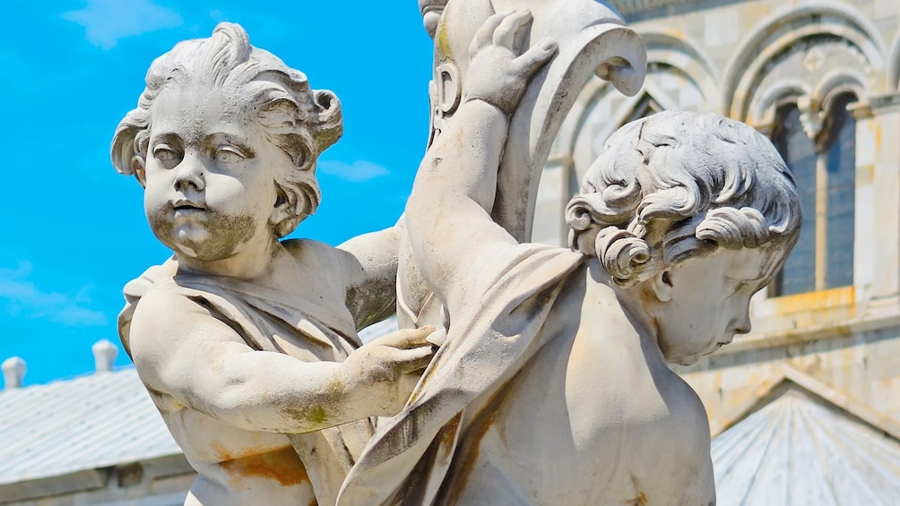 Apri foto 5 di 10. Close up view of a sculpture at the Pisa Cathedral Square in Italy
