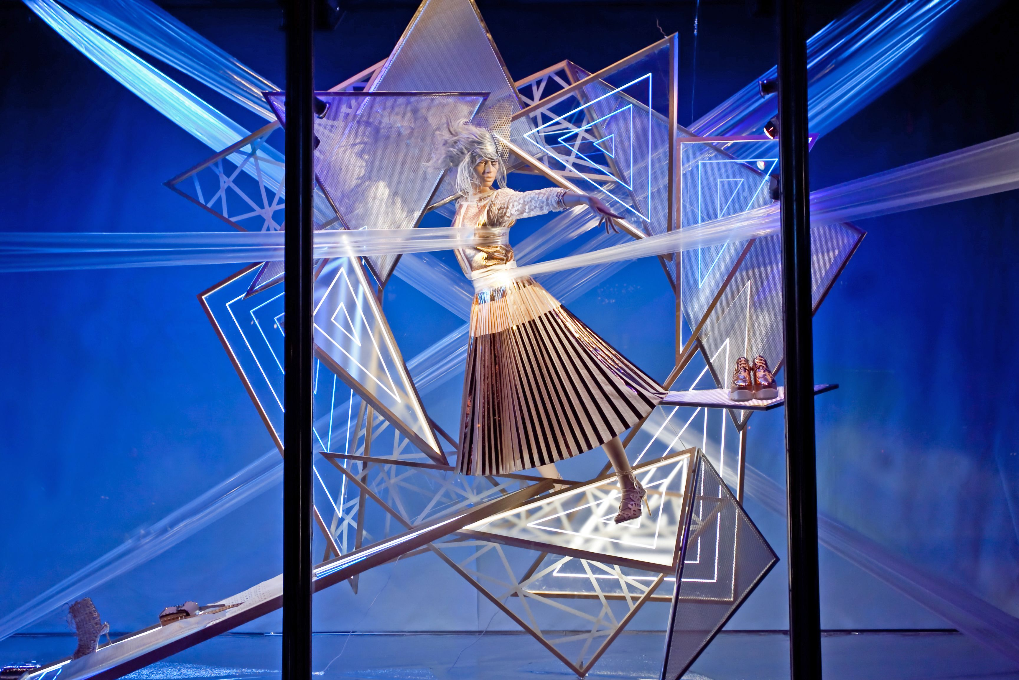BEST BLUE WINDOW_HARVEY-NICHOLS_LONDON.jpg