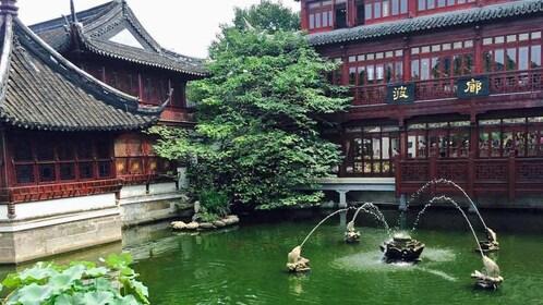fountain at Yuyuan Garden in shanghai