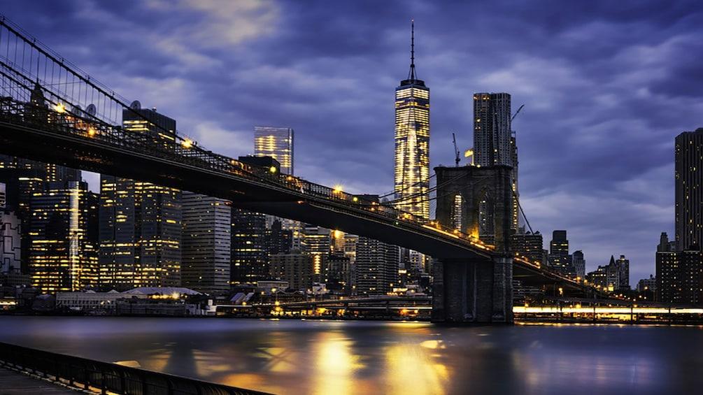 Apri foto 5 di 5. Cityscape at night in New York