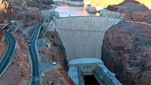 roads running along the Hoover Dam in Las Vegas